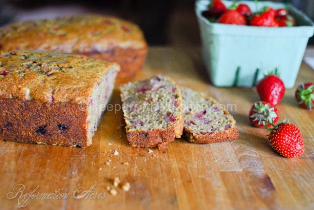 strawberry+banana+walnut+bread